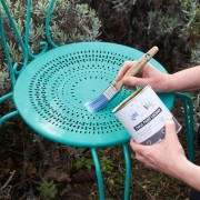 gloss-lacquer-painting-on-a-garden-chair